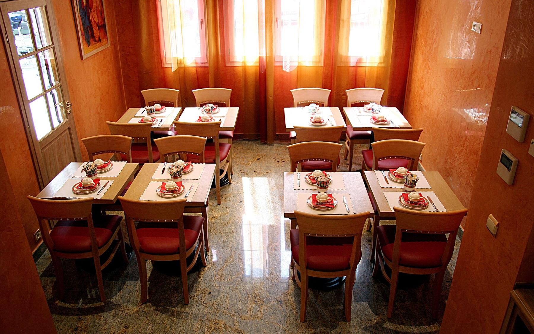grand-hotel-dore-breakfast-room-03