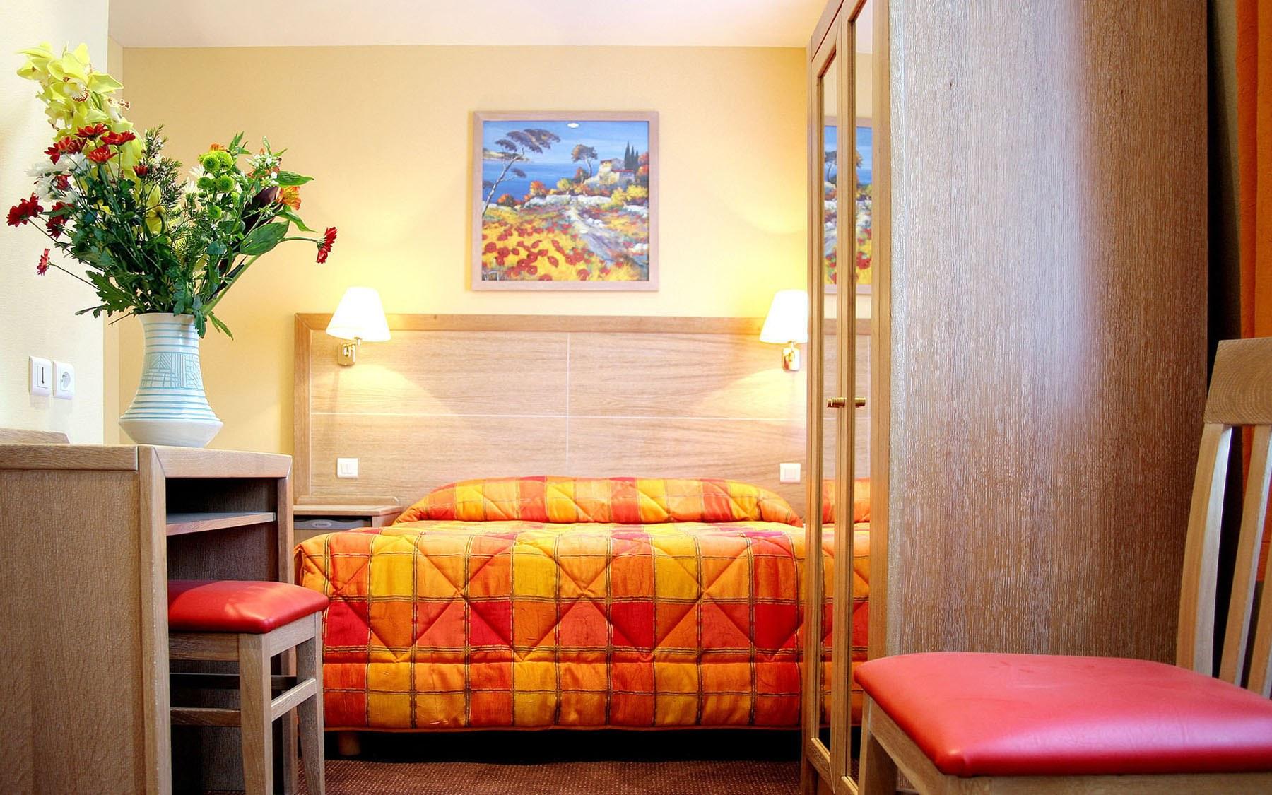 grand h tel dor paris east village. Black Bedroom Furniture Sets. Home Design Ideas